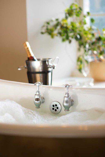 wedding bath champagne